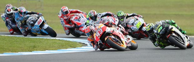 Marc Marquez leads a pack of riders at the 2017 Australian MotoGP
