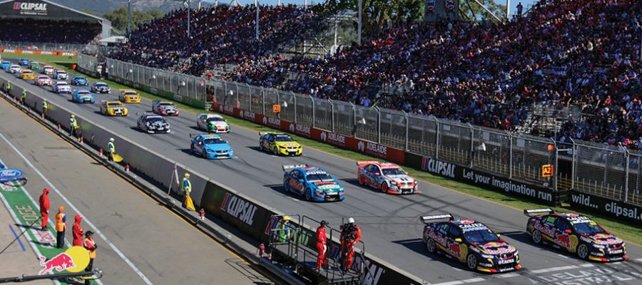 "alt=""Supercars 2018 Adelaide 500, line up for v8 cars getting ready for the race to start"""