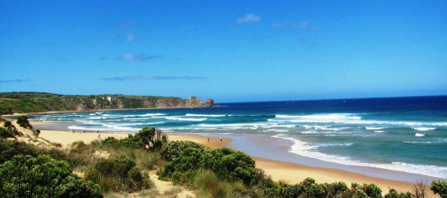 """alt=""""landscape view of Philip Island beach with mountains in the background"""""""