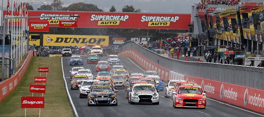 """alt=""""V8 Supercars driving down Mount Paramour"""""""