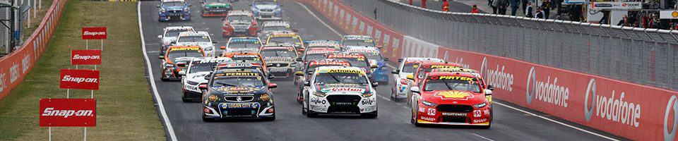 """alt=""""V8 Supercars racing through Mount Panorama - 2019 Bathurst 1000 Travel Packages"""""""