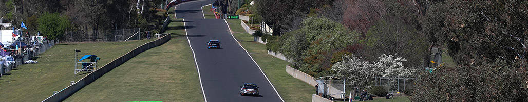 Birdseye view of Supercars racing at Bathurst 1000 - 5 Night Hotel/Motel Packages 2019 Bathurst 1000 Travel Packages & Deal