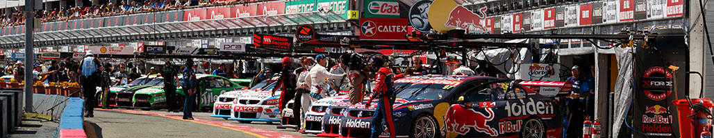 Supercars pitlane at Gold Coast 600 - Supercars 2019 Gold Coast 600 - 3 Night Packages • Sportsnet Holidays
