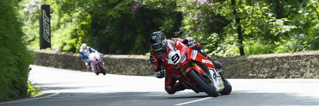 Davo Johnson knee down at the Isle of Man TT 2020